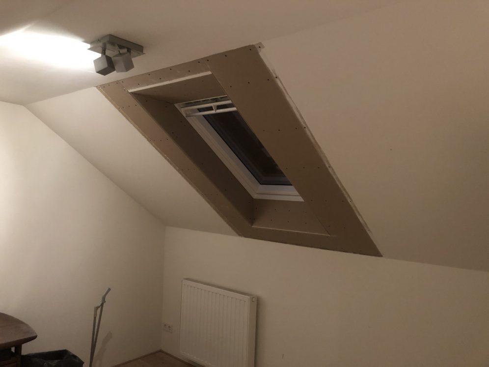 Plaatsen dakraam voor thuiswerkplek